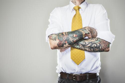 Tatuaggi e lavoro: quando i tattoo aumentano possibilità di assunzione