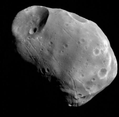Phobos, spiegata la speciale forma della luna di Marte