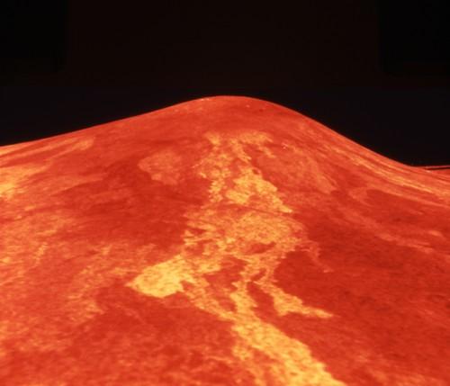 Spazio, un mostruoso vulcano attivo su Venere