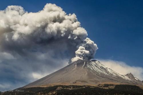 Perù: erutta lo Sabancaya, uno dei vulcani più alti al mondo