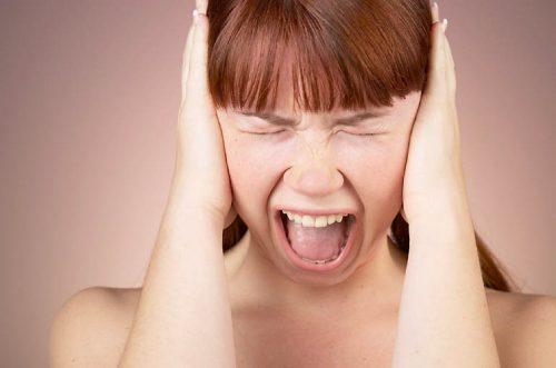 Rumore del raschio sulla lavagna: perché ci irrita?
