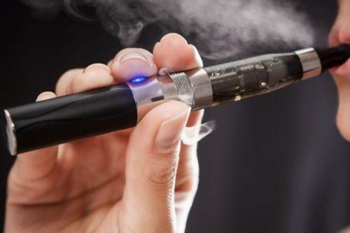 Tumore al polmone: sigaretta elettronica? Dannosa come sigarette