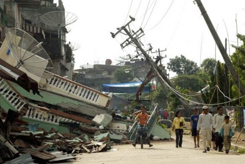Terremoto in Indonesia: è catastrofe, quasi 100 morti