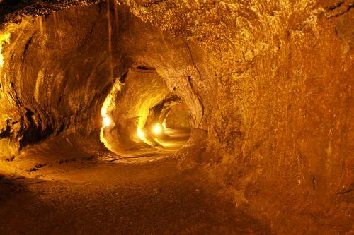 Luna: scoperti tunnel sotterranei potenzialmente abitabili