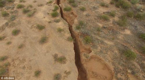 Arizona: crepa di tre chilometri avvistata nel deserto, il video