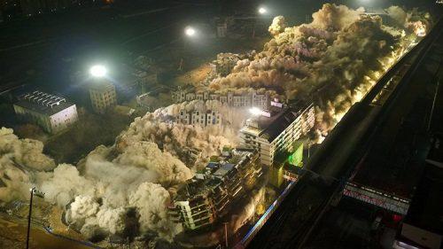 Cina: demoliti 19 edifici in 10 secondi, il video dell'esplosione