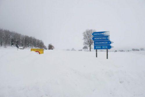 Abruzzo: novantamila persone senza elettricità e paesi isolati