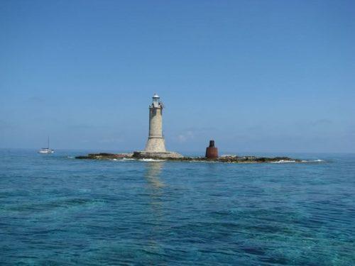 Arcipelago delle Formiche: forti boati e un imponente geyser di acqua, l'allarme dei pescatori
