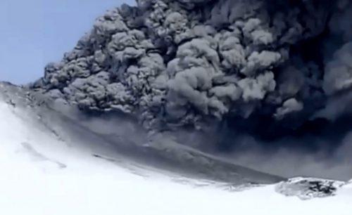 Siberia: il vulcano Kambalny spaventosa eruzione dopo 250 anni