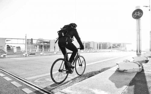 Chi va a lavoro in bici vive più a lungo, la ricerca