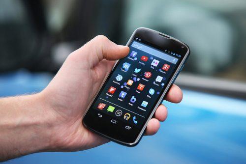 Smartphone, allarme sicurezza: ecco come potrebbero spiarci