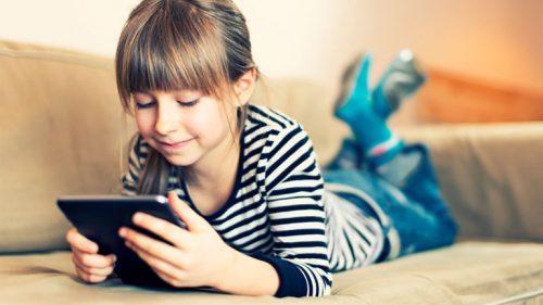 Smartphone e tablet danneggiano il linguaggio dei bambini