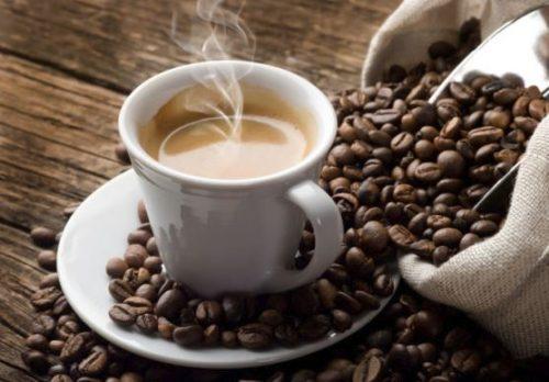 Caffè: fino a 5 tazzine al giorno dimezzano il rischio di cancro al fegato