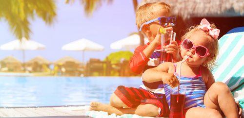 Creme solari in piscina? Possono essere pericolose per la salute
