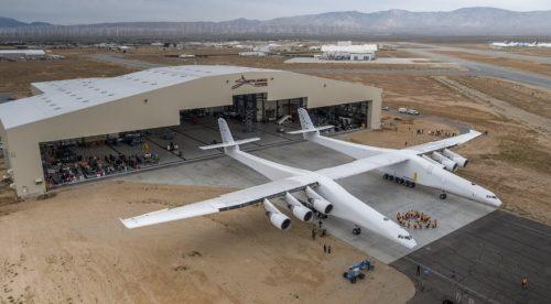 Stratolaunch: presentato in California l'aereo più grande del mondo