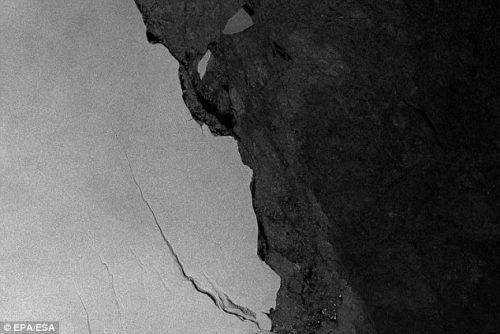 Antartide: iceberg di 6.600 km quadrati vicino al distacco