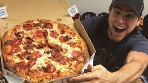 Mangiare pizza ogni giorno per un anno, il folle esperimento di Brian