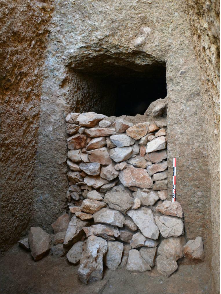 Grecia: scoperta una tomba intatta della civiltà micenea