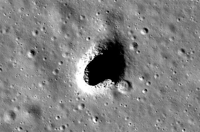 Spazio: scoperta profonda caverna sulla Luna