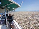 Caraibi: scoperta enorme isola di plastica, le immagini shock