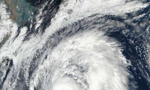Giappone: si avvicina il 'super tifone' Lan, in arrivo forti piogge