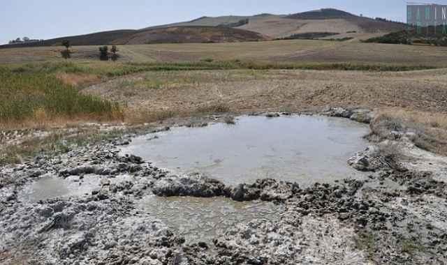 Pericoloso vulcanello di fango a Gravina in Puglia