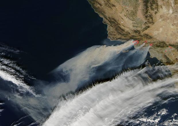 Incendi California: le immagini impressionanti della NASA