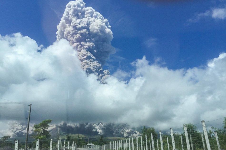 Eruzione Mayon: lava a tre chilometri dal vulcano