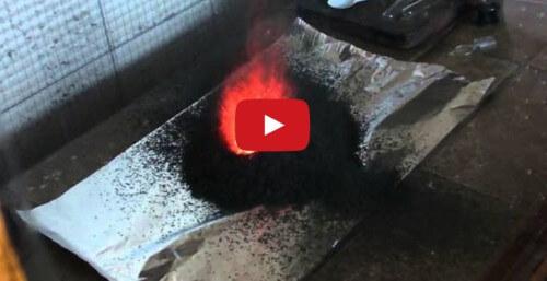 Creare un vulcano artificiale in casa propria? E' possibile! Il video