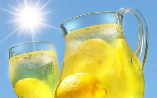 Bere acqua e limone per depurare il nostro organismo