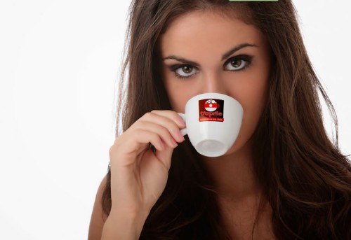 Bere tre tazzine di caffè al giorno: sfatato un altro mito, ecco perchè