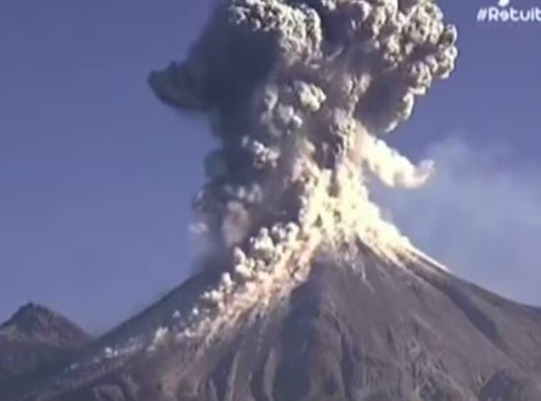 Eruzione vulcano Colima, Messico, video dell'imponente esplosione