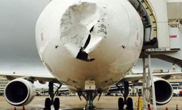 Aereo devastato dalla grandine, succede in Brasile