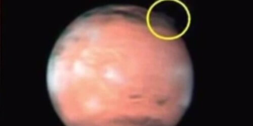 Mistero su Marte: periodicamente compaiono dei pennacchi, nessuna spiegazione plausibile