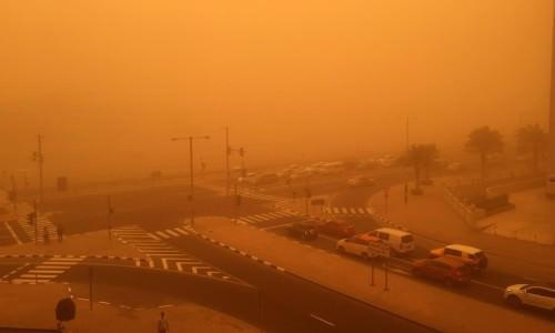 Tempesta di sabbia a Dubai, imponente spettacolo, visibilità a 50 metri