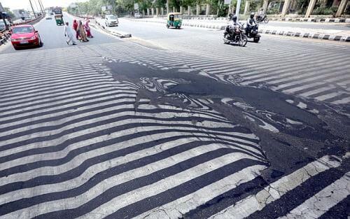 Ondata di caldo in India: bilancio di 2200 morti, si scioglie anche l'asfalto