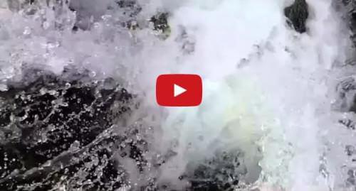 Misterioso avvenimento in un lago degli Stati Uniti, l'acqua si getta in una voragine