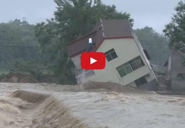 Alluvione in Cina: il video di una casa spazzata via dalla furia dell'acqua