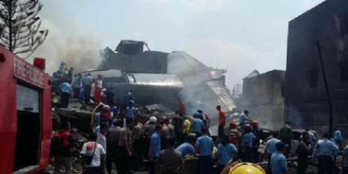 Medan, Indonesia: aereo militare precipita sulla città, oltre 30 morti