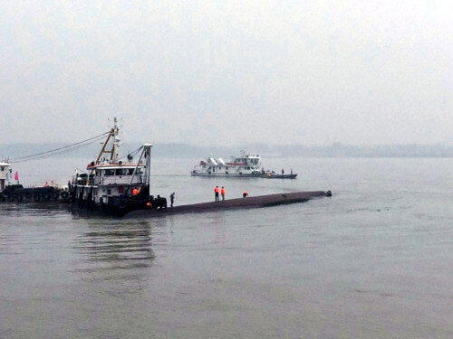 Traghetto affonda in Cina, forse a causa di un tornado: si teme una strage