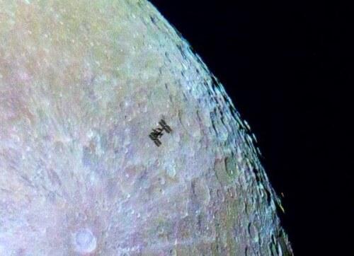 La Iss transita davanti alla Luna, immagini straordinarie