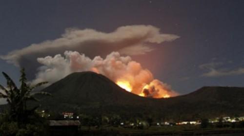 Eruzione vulcano Gamalama: chiusi tre aeroporti in Indonesia
