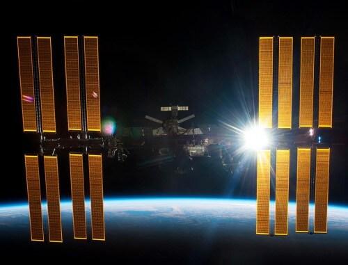 Stazione Spaziale Internazionale: astronauti nella Soyuz a causa di un possibile detrito spaziale in arrivo