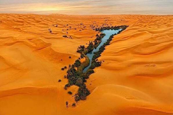 Lo spettacolo straordinario degli Ubari Lakes in Libia