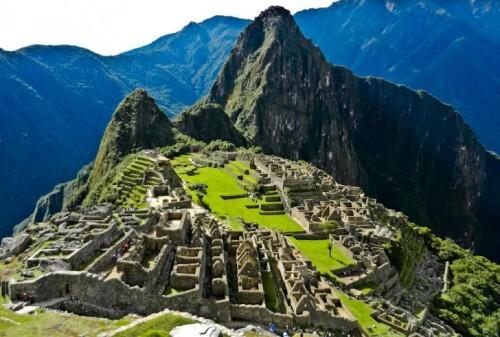 La spettacolare forma del monte che sovrasta Machu Picchu