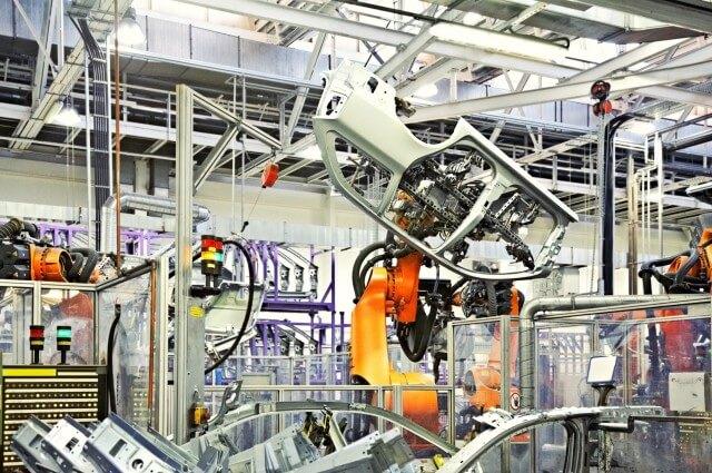 Operaio ucciso da un braccio meccanico in una fabbrica Volkswagen in Germania
