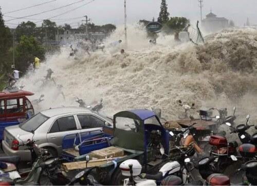 Tifone Chan-Hom sulla Cina, eccezionali immagini delle onde di tempesta a Nord di Shangai