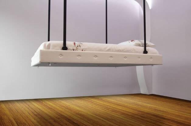 Il letto che scompare nel soffitto, soluzione salva spazio made in Italy