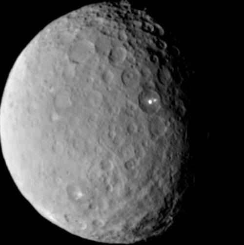 NASA: il mistero delle macchie del pianeta Cerere