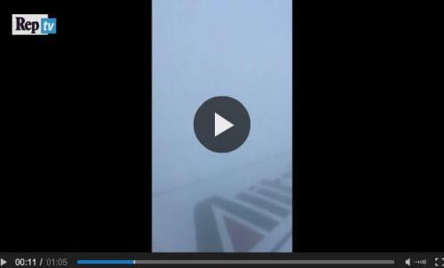 Aereo Alitalia colpito dalla grandine grossa sulla tratta Roma-Milano, il video fa il giro del mondo